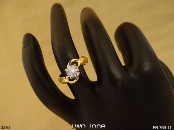 Hands Hold Style AD Finger Ring