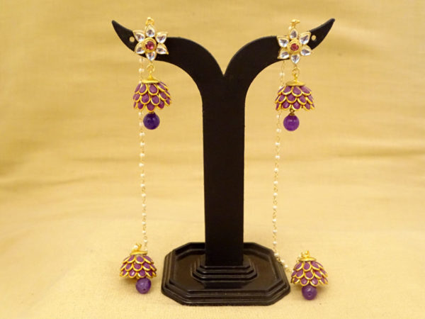 roof textured flower hold chain antique earrings