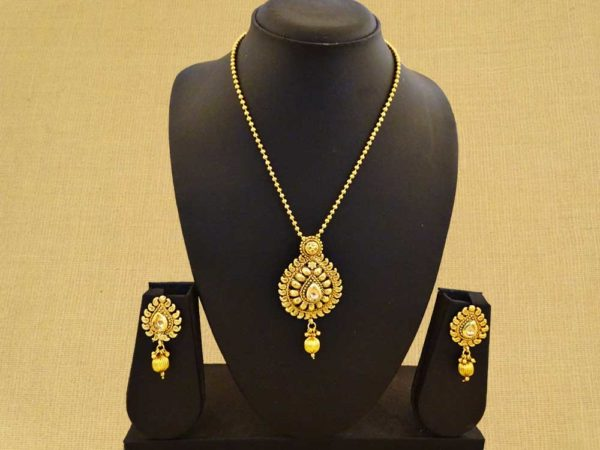 paan shape in kaju beads antique pendant set