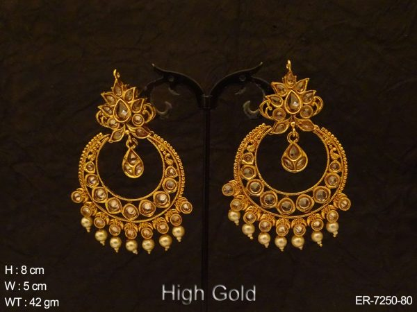 Chand Shape Round Stone Earrings