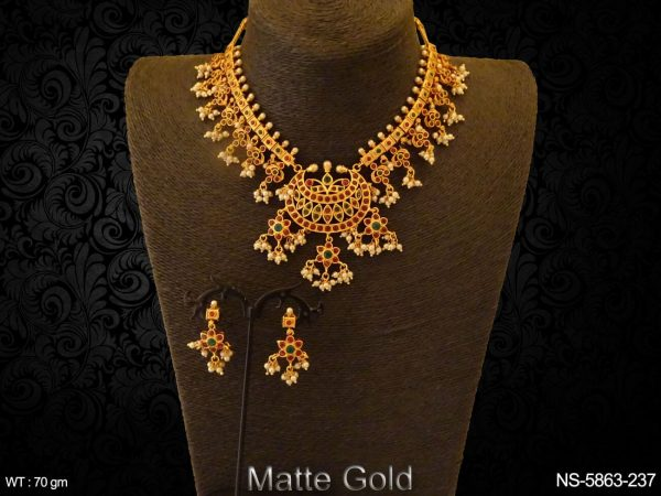 Chand Shape Paan Stone Kemp Necklace