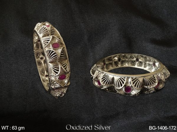 Curve design rani oval stone Antique bangle