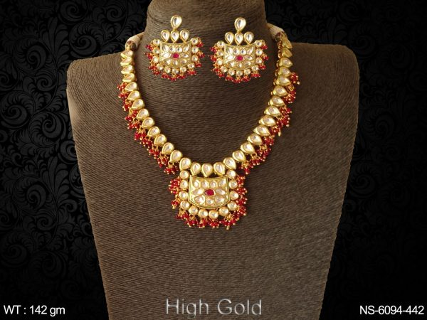 Coloring haram kundan necklace