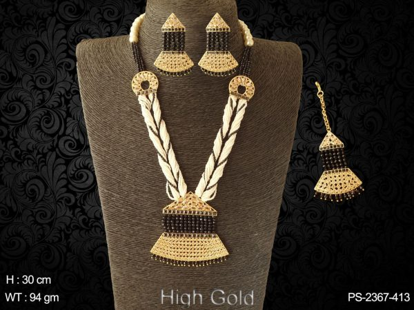 Traditional veni design antique design pendant set