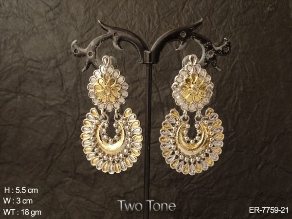 Emboss design two tone delicate antique earring