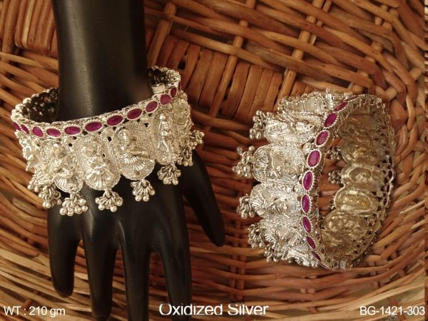 Natrang design oxcid silver antique bangle