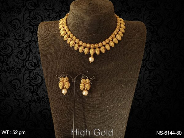 Plain high golden pearl drop antique necklace