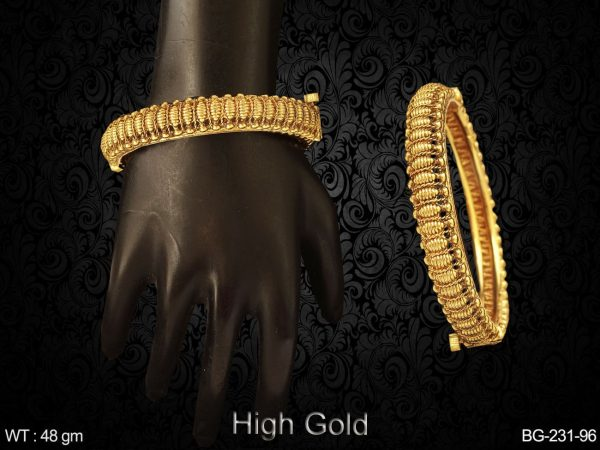 simple design golden antique bangles