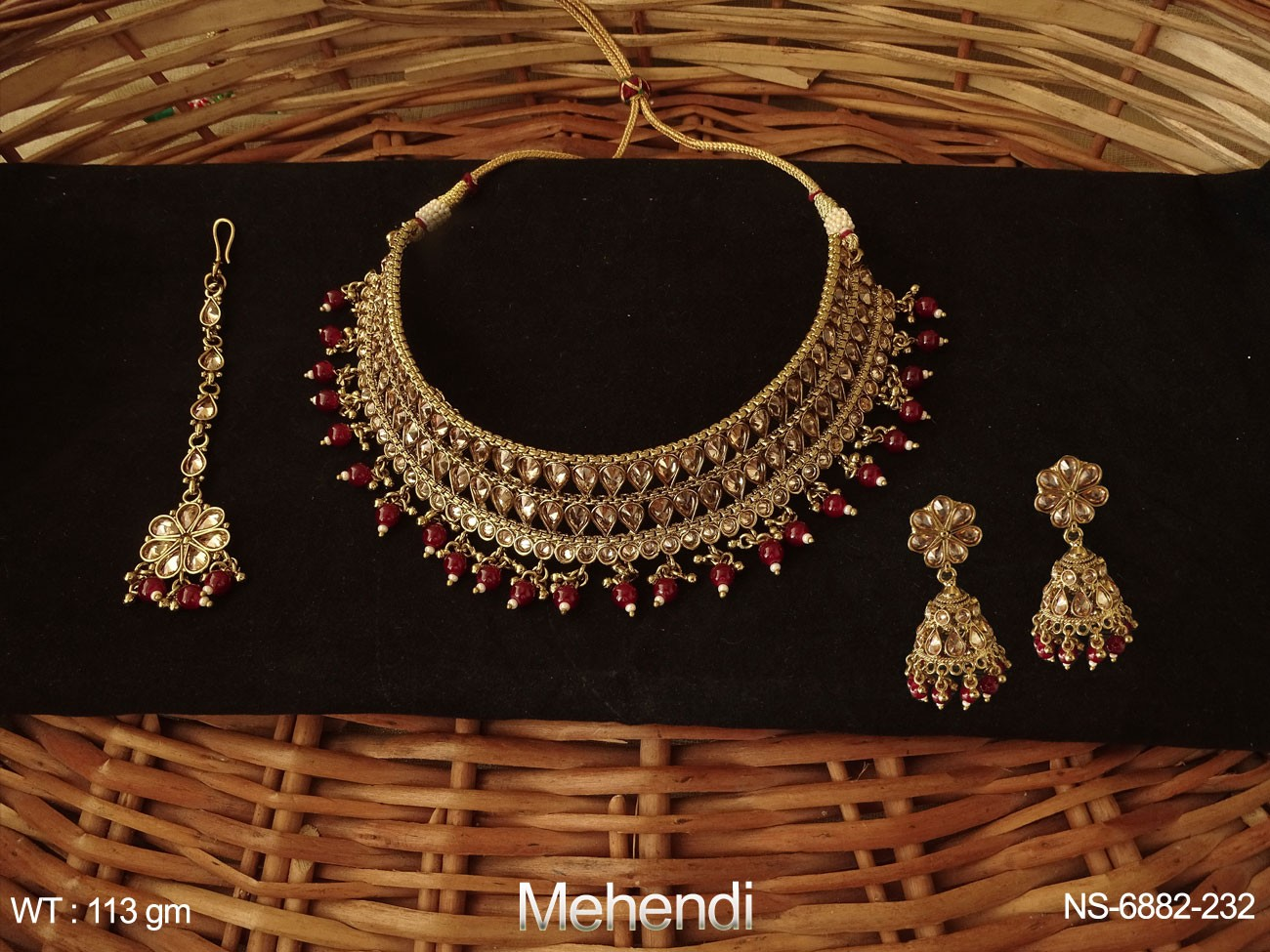 Choker Heavy Desgner Paan Stone Polki Necklace Set.